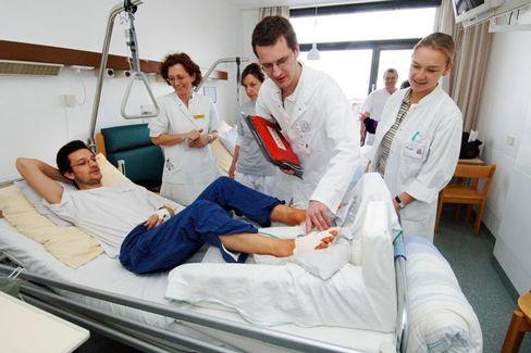 Vertrauensfrage: Ob ein Arzt richtig behandelt oder einen Fehler begeht, erkennen Patienten oft erst spät