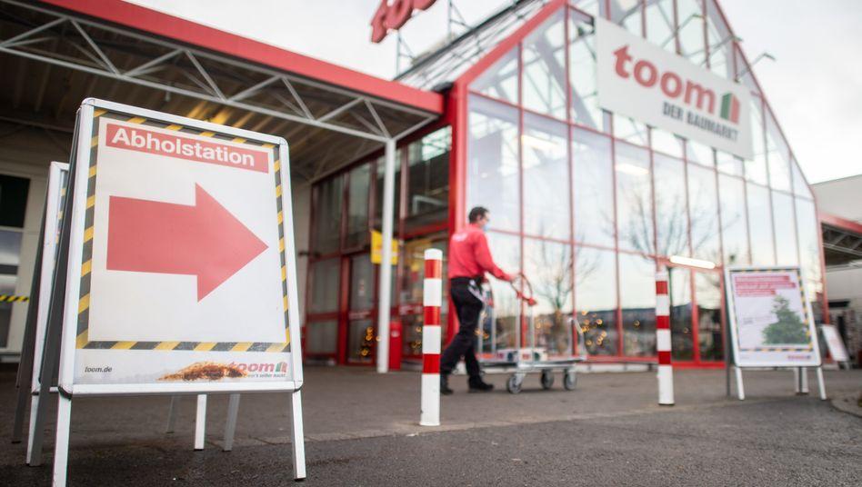 Abholstation an einem Toom-Baumarkt in Grevenbroich: Schrauben trotz Shutdown