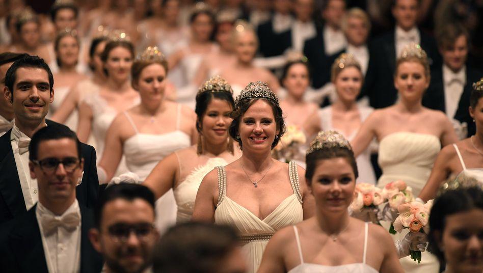 Jungdamen- und Jungherrenkomitee beim Wiener Opernball (Archivfoto)