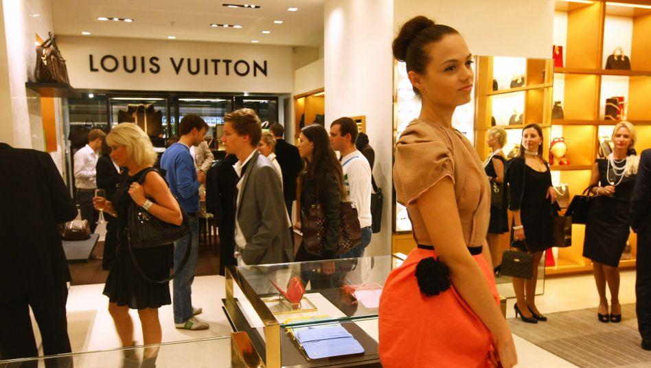 Louis-Vuitton-Filiale im KaDeWe Berlin (Archivbild): Die Deutschen hatten Ende 2019 mehr Geldvermögen als je zuvor