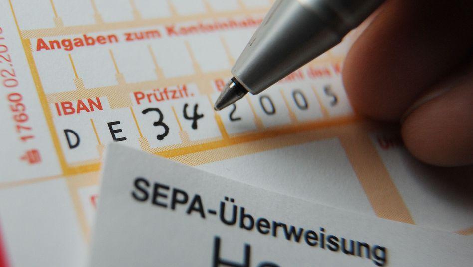 Papier-Überweisungsträger: Streit über neue Gebühr