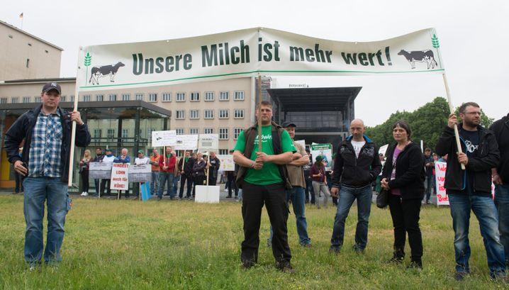 Bauern protestieren gegen Milchpreise