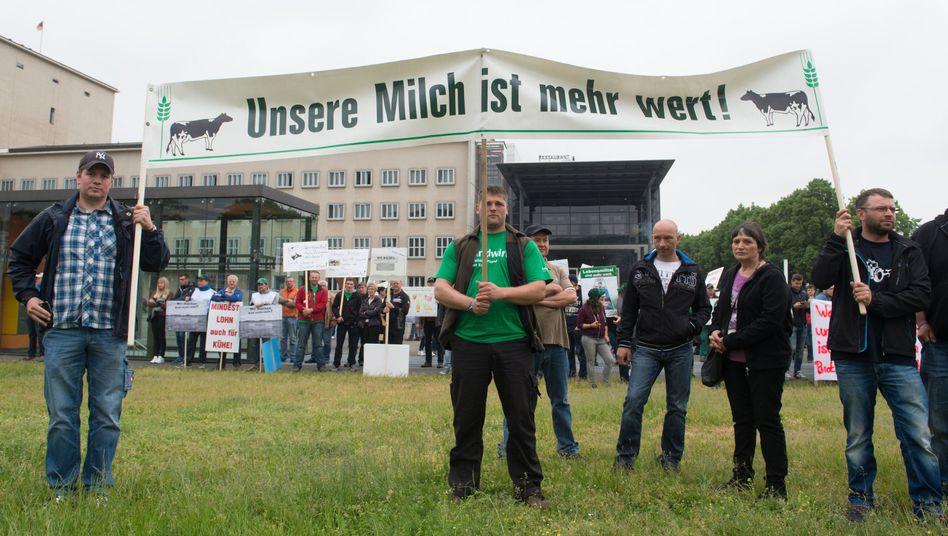 Demonstration gegen den drastischen Preisverfall bei Milch