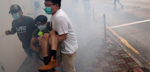 """Hongkong: Menschen protestieren gegen ein """"Todesurteil für die Demokratiebewegung"""""""