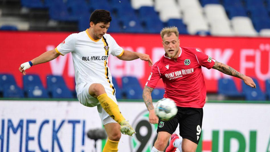 Hannovers John Guidetti (r.) erzielt gegen Dresden seinen dritten Saisontreffer