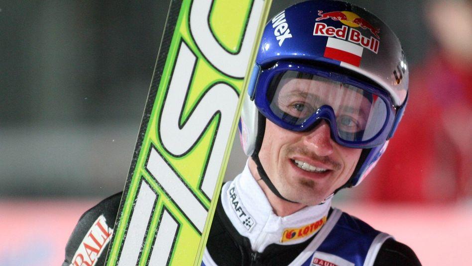 Skispringer Malysz: Mit 138,5 und 128,5 Metern auf Platz eins gesprungen