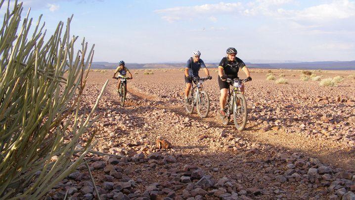 Fahrradtrip durch Afrika: Wüstentour auf zwei Rädern