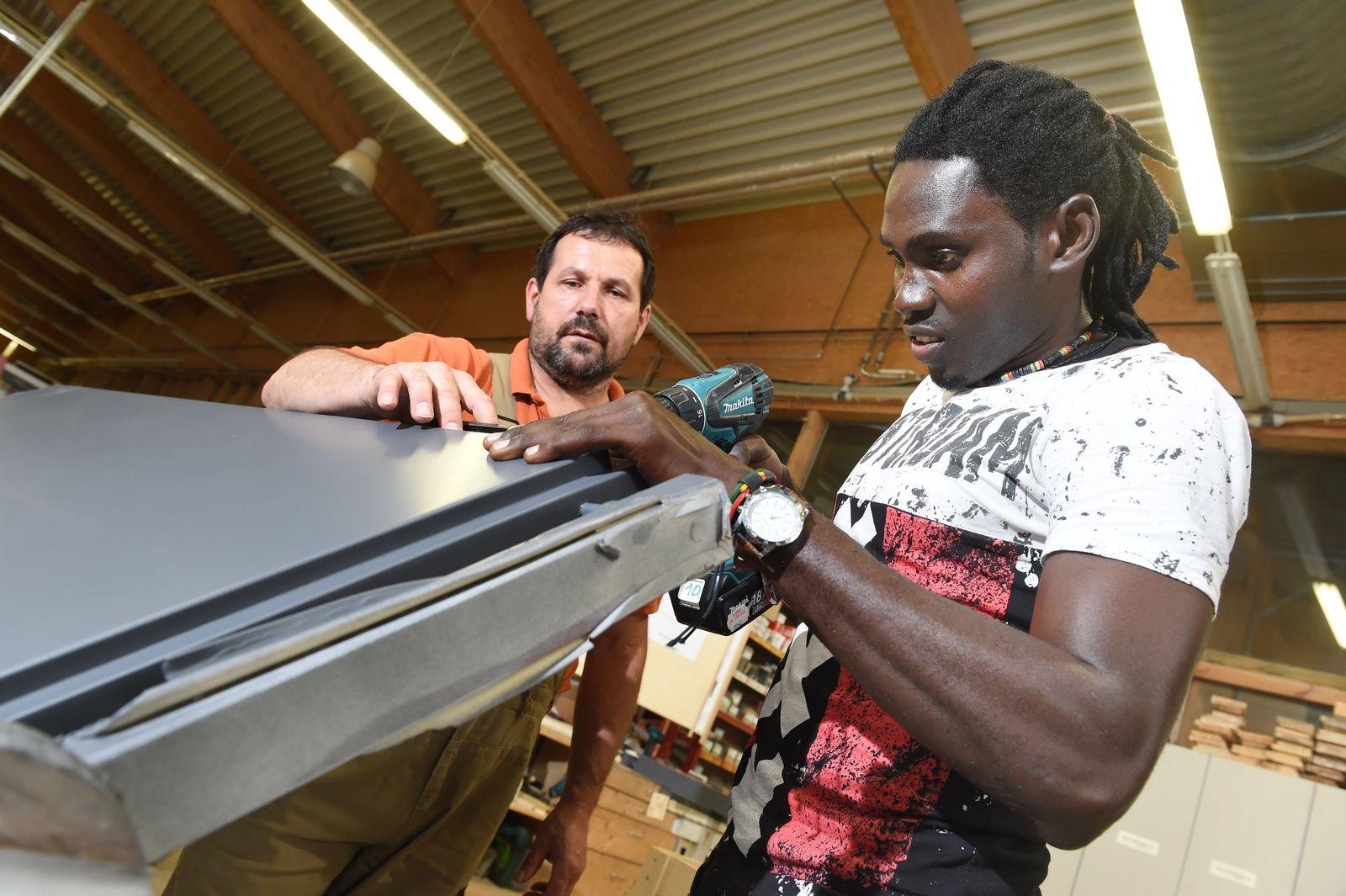 KaSP Flüchtling macht Schreiner-Ausbildung
