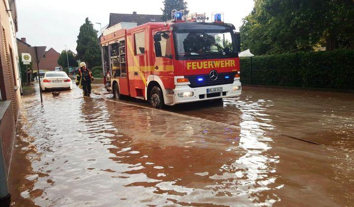 Einsatz der freiwilligen Feuerwehr Gangelt (Nordrhein-Westfalen) nach einem Unwetter im Mai 2018