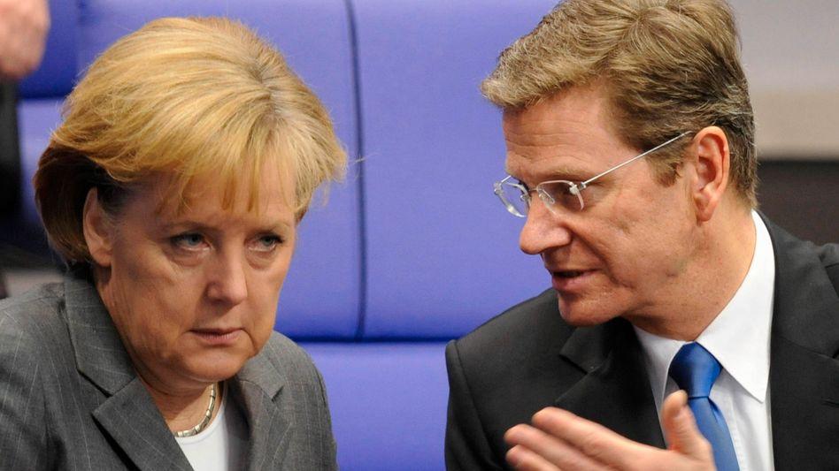 Kanzlerin Merkel, FDP-Chef Westerwelle: Finanzloch belastet Koalitionsgespräche