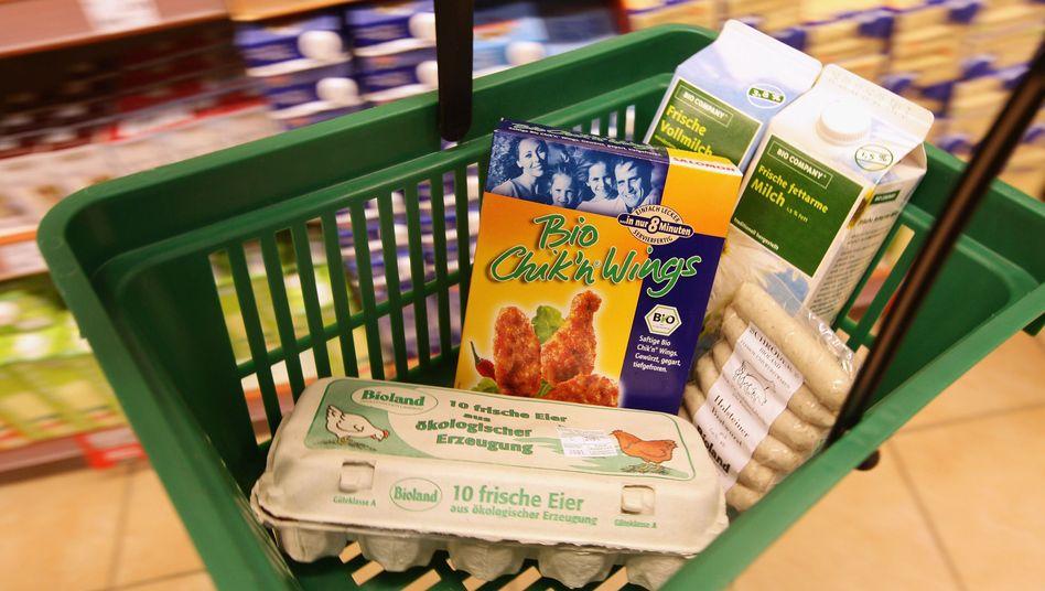 Einkaufskorb mit Bio-Lebensmitteln