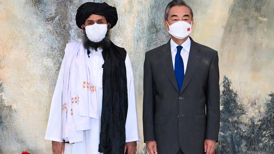 Am 28. Juli trafen sich der Taliban-Führer Mullah Abdul Ghani Baradar und Chinas Außenminister Wang Yi im chinesischen Tianjin
