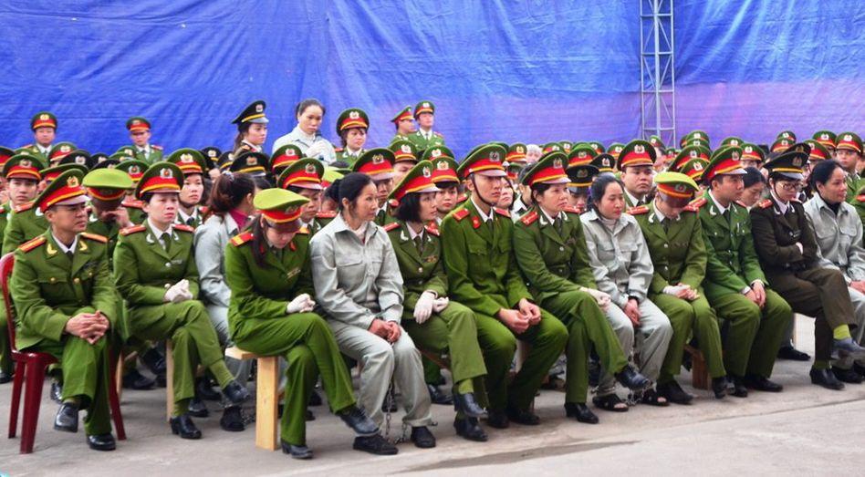 Angeklagte und Polizisten in Drogenschmuggelprozess: 30 Todesurteile in Vietnam