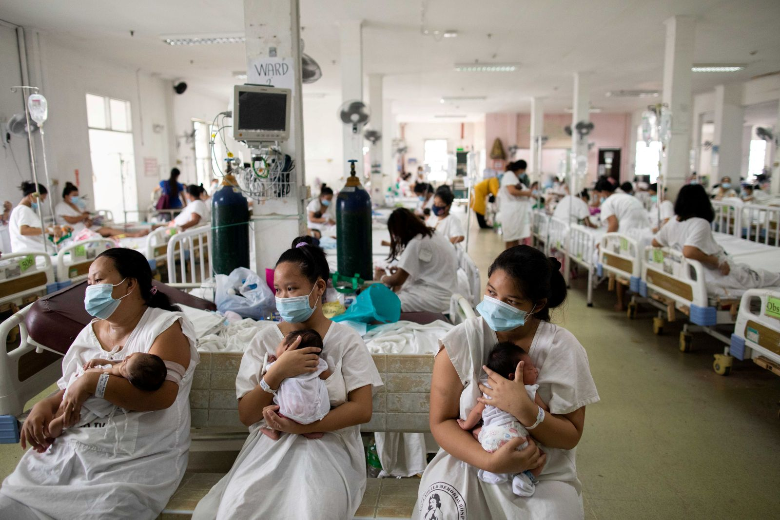 Mothers, newborns cram inside Philippines busiest maternity ward amid COVID-19 outbreak
