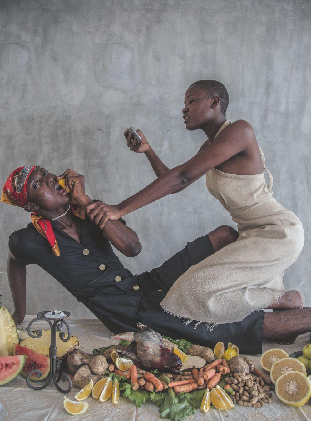 """Die Künstlerin Yagazie Emezi aus Nigeria hinterfragt mit ihren Aufnahmen, """"wie ein Körper von Fotografen dramatisiert werden und wie das einen westlichen Blick füttern kann"""""""