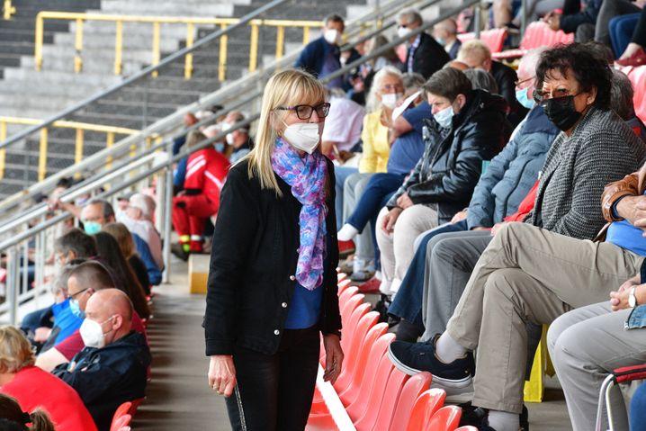 Astrid Schramm beim Landesparteitag der Saar-Linken Anfang Juni im Neunkircher Ellenfeldstadion