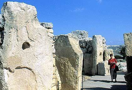 Ggantija-Tempel bei Xaghra: Die Dörfer wurden auf den karstigen Höhenzügen angelegt