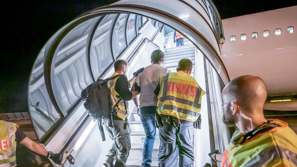 Flughafen Leipzig-Halle: Seit Ende 2016 mehr als 90 Gefährder abgeschoben