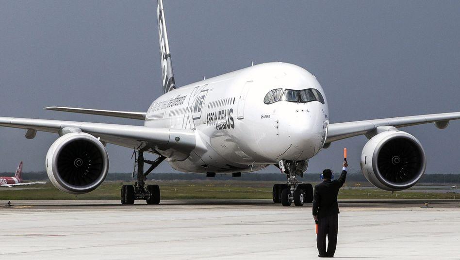 Großraumflugzeug Airbus A350 XWB (Archiv): Aktienverkauf für 794 Millionen Euro