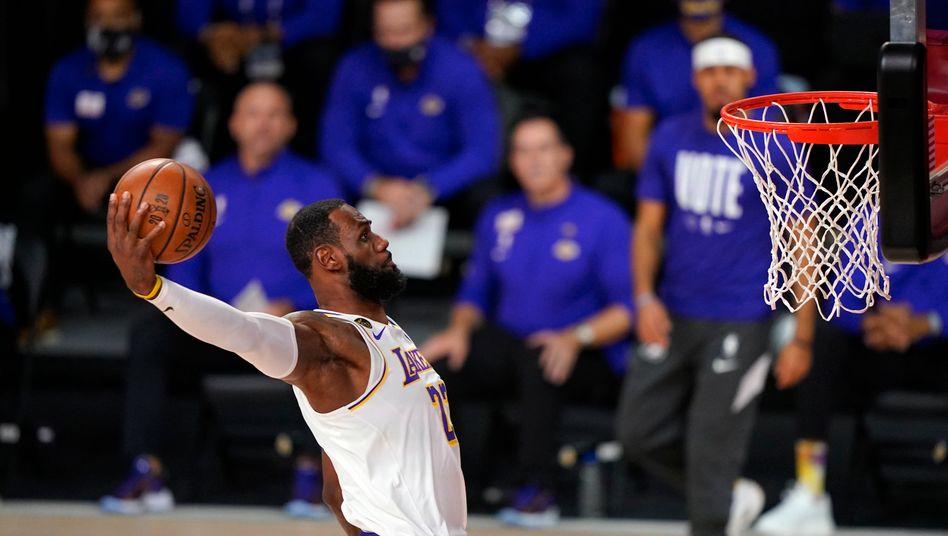 Auf dem Weg zum vierten NBA-Titel seiner Karriere: LeBron James mit dem Dunk