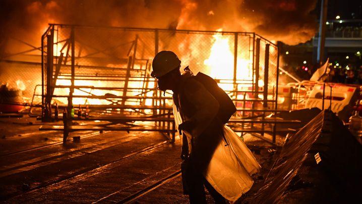 Proteste in Hongkong: Eskalation zwischen Wasserwerfer und Molotowcocktails