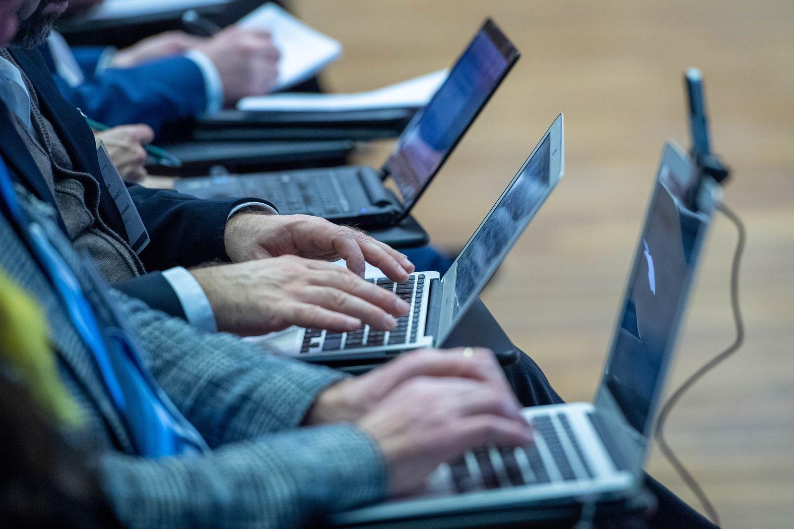 EINMALIGE VERWENDUNG Internet / Laptops /