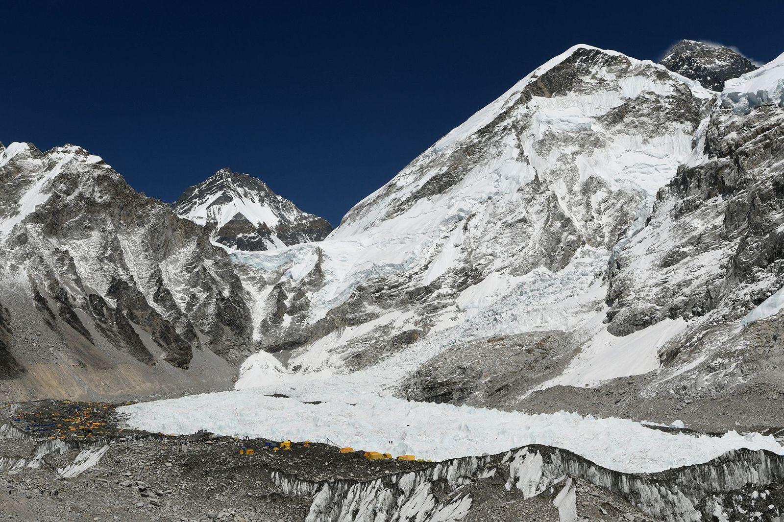 Mount Everest mit Basecamp