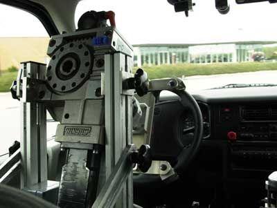 Einen Namen hat dieser mechanische Kollege bei Volkswagen in Ehra-Lessin - er heißt Klaus. Praktischerweise aber verlangt er nie eine Gehaltserhöhung