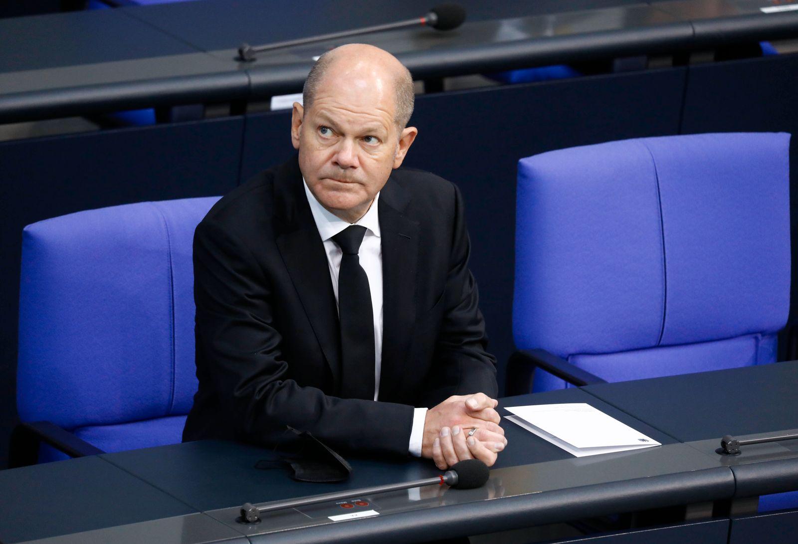 Olaf Scholz, Vizekanzler, Deutschland, Berlin, Bundestag würdigt den verstorbenen Vizepräsidenten Thomas Oppermann ***