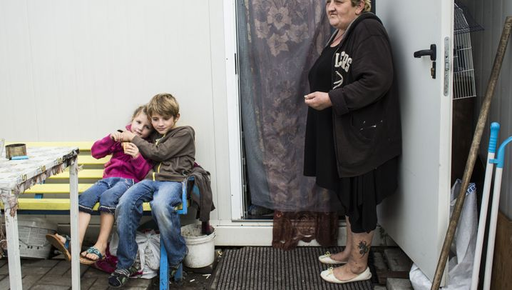 Refugee Fates: Ayshat Natarova, With a Daughter and Four Grandchildren, Luhansk Oblast