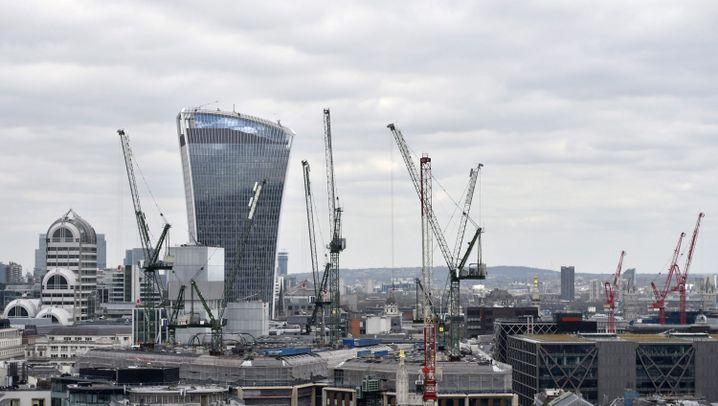 Photo Gallery: Will London Take a Pounding?