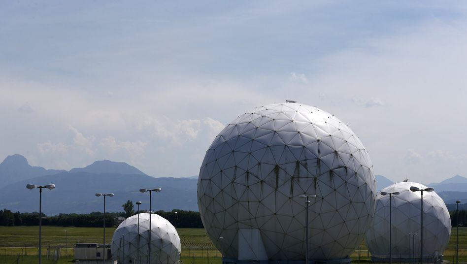 """Frühere NSA-Station in Bad Aibling: Auf das """"Ausspähen von Daten"""" steht nach Strafgesetzbuch bis zu drei Jahre Haft"""