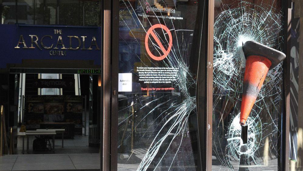 Photo Gallery: Riots Spread Across Britain