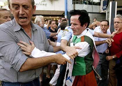 """Cornelius Horan bei seiner Festnahme in Athen: """"Betrunken und verwirrt"""""""