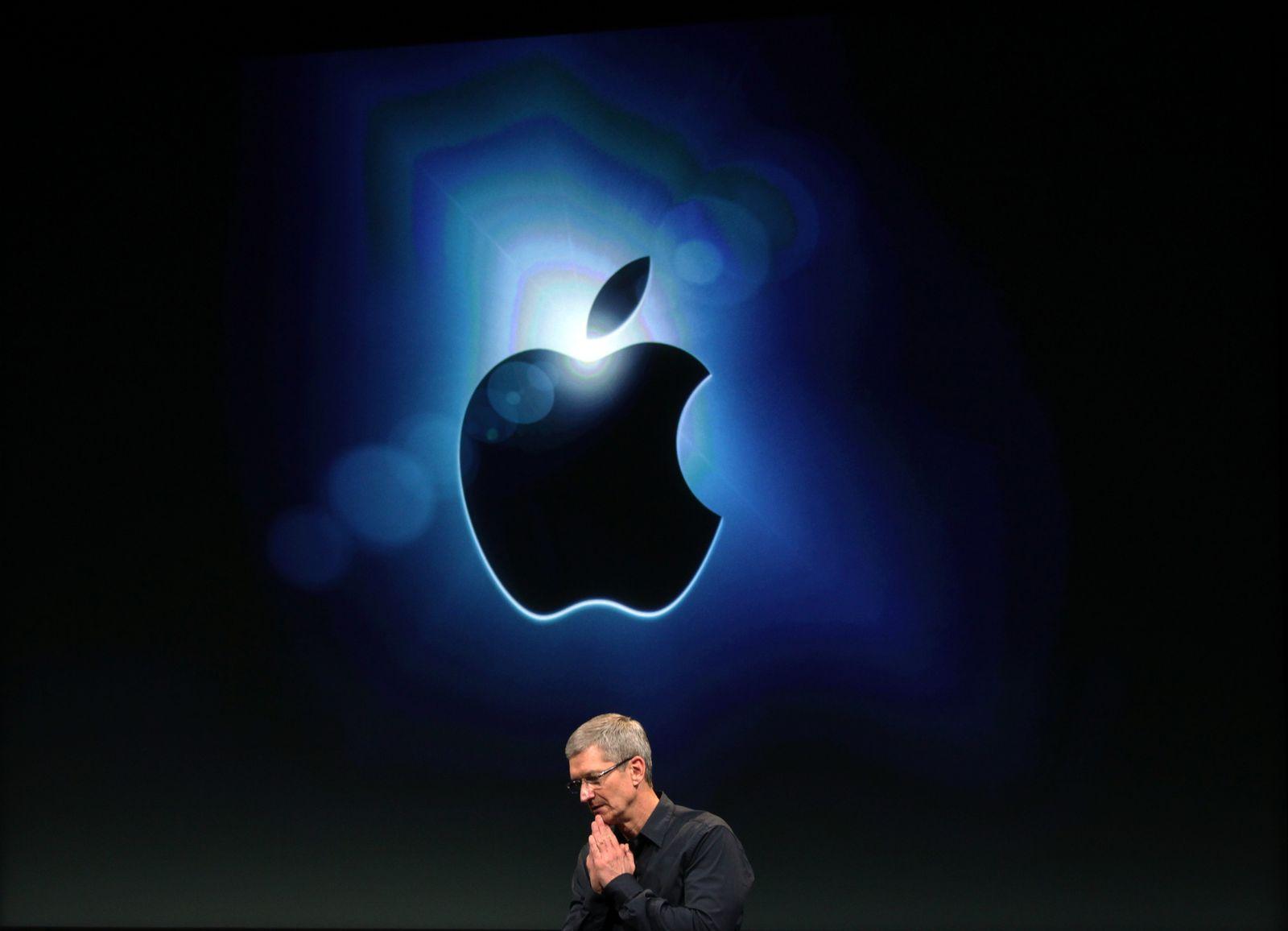 Tim Cook / Apple Logo