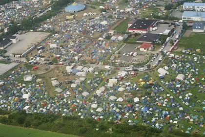 Luftbild des Protestcamps Reddelich: Tornado im Tiefflug