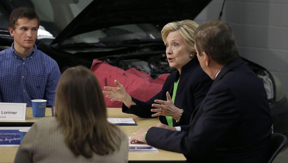 Runder Tisch im Kirkwood Community College: Hillary Clinton beginnt in Iowa ihre Vorwahlkampftour