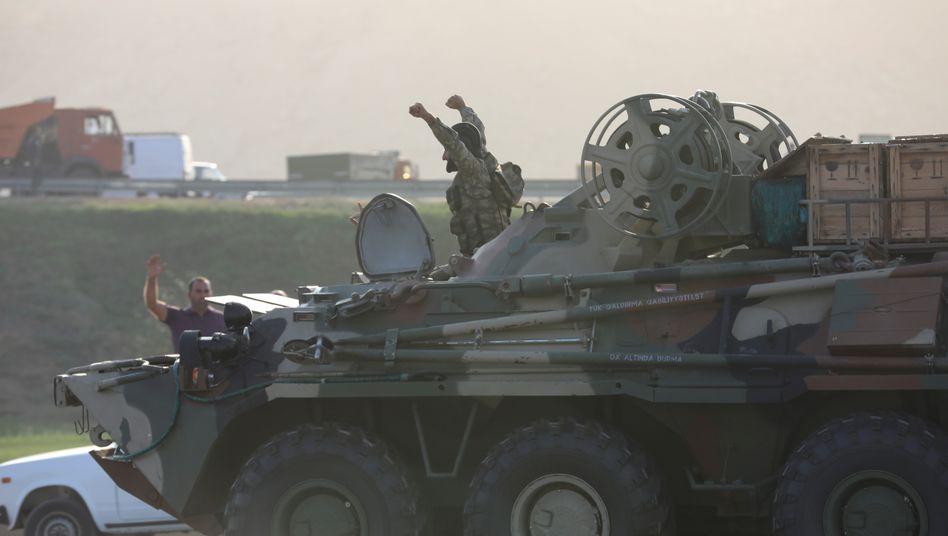 Aserbaidschanisches Militär: Sind auch Söldner in den Konflikt verwickelt?