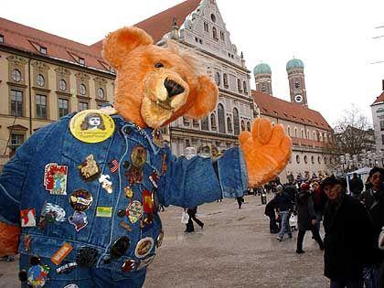 Toddy am Marienplatz: Ein Teddybär auf Weltreise