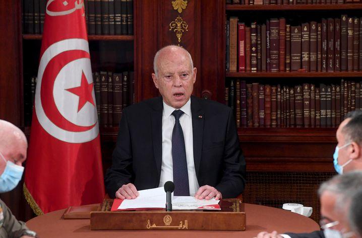 Präsident Saied bei der Verkündung seiner Maßnahmen