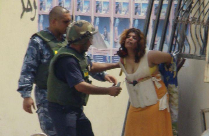 Dieses Mädchen will sich in Bakuba in die Luft sprengen, holt dann aber Hilfe (August 2008)
