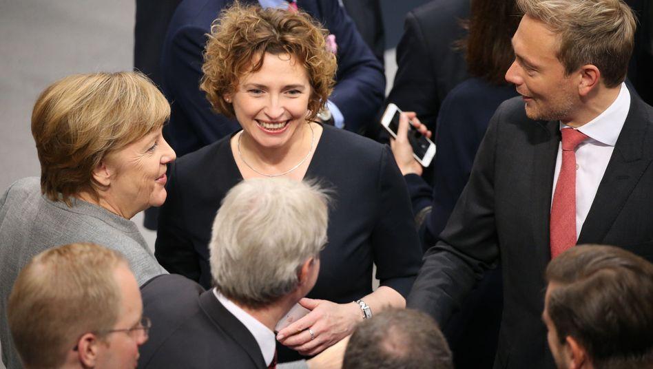 Angela Merkel (CDU, v.l.), Nicola Beer und Christian Lindner (beide FDP)