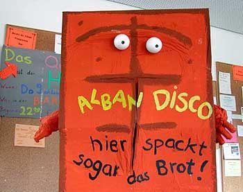 """Bernd-Kult in einem Freiburger Studentenwohnheim: """"Sagt mal, kennt ihr eigentlich dieses Brot?"""""""