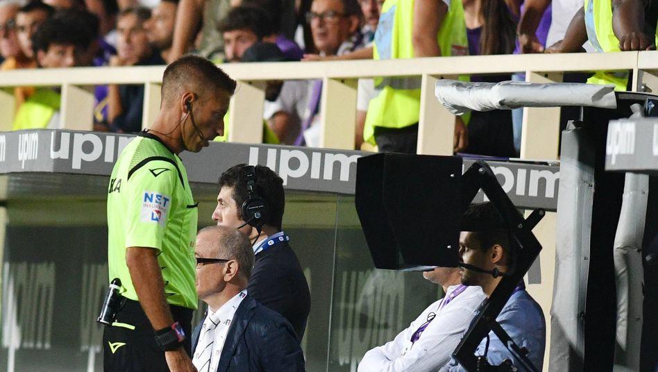 In Italien soll künftig der Videoassistent helfen, rassistische Angriffe der Fans zu überführen