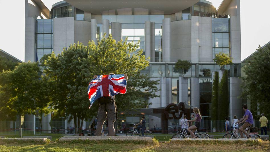 Union Jack vor dem Kanzleramt