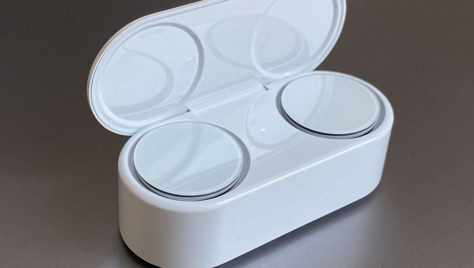 Die Surface Earbuds in ihrer Ladebox: Schön anzusehen, schwer rauszukriegen