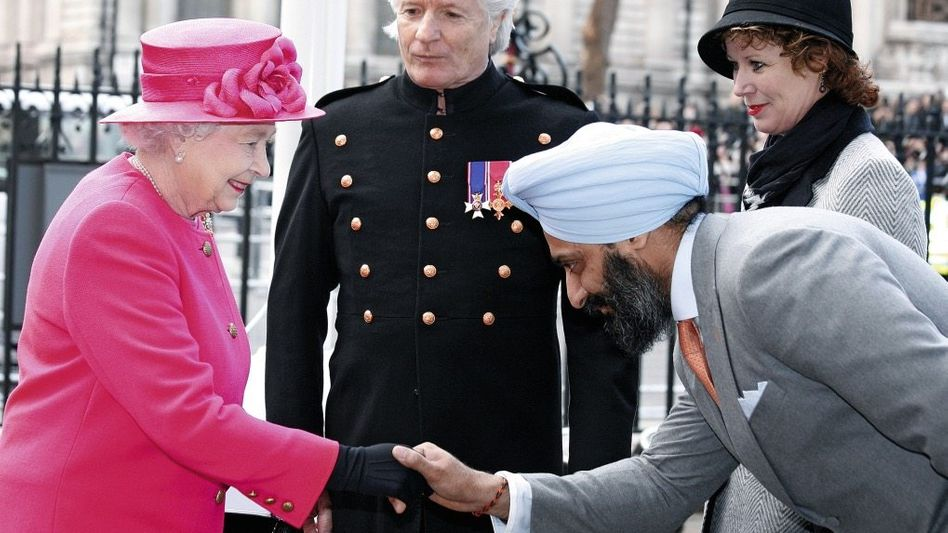 Beschuldigter Virdee (r.) bei der Queen