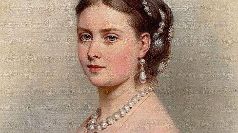 Gestern Prinzessin Victoria (1867 auf einem Gemälde von Franz Xaver Winterhalter) trug wie bereits ihre Mutter, die britische Königin Victoria, mit Vorliebe Perlenschmuck.
