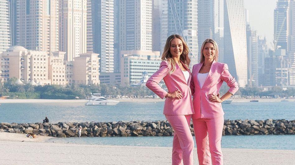 Maklerinnen »Real Estate Blondies« Egoschin, Pfannenstiel in Dubai