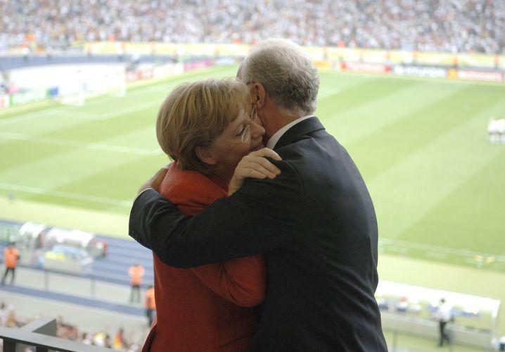 Merkel mit Beckenbauer 2006